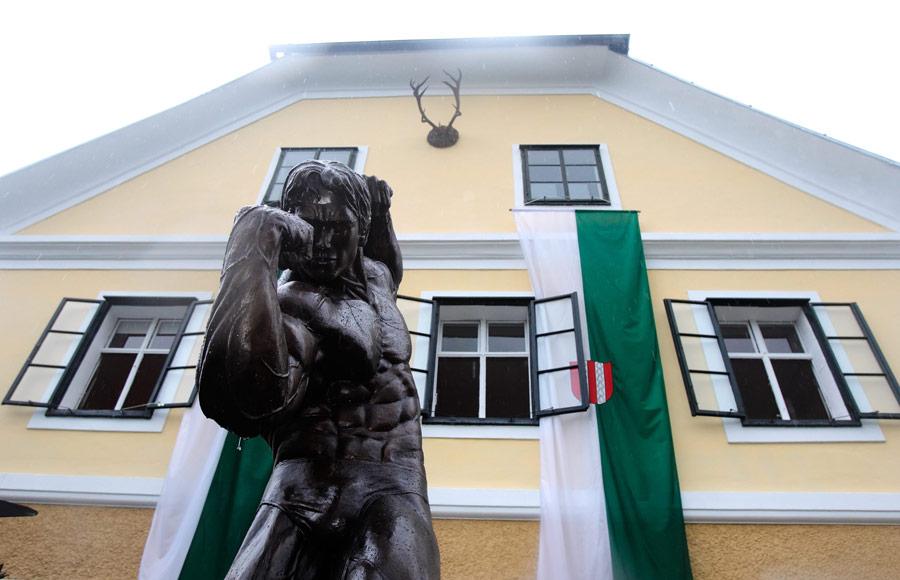 Статуя киноактеру игубернатору Арнольду Шварценеггеру. © Heinz-Peter Bader/Reuters