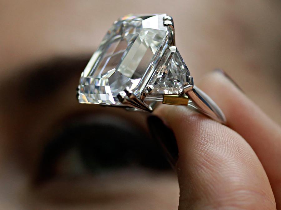 самый большой бриллиант в кольце фото места числе