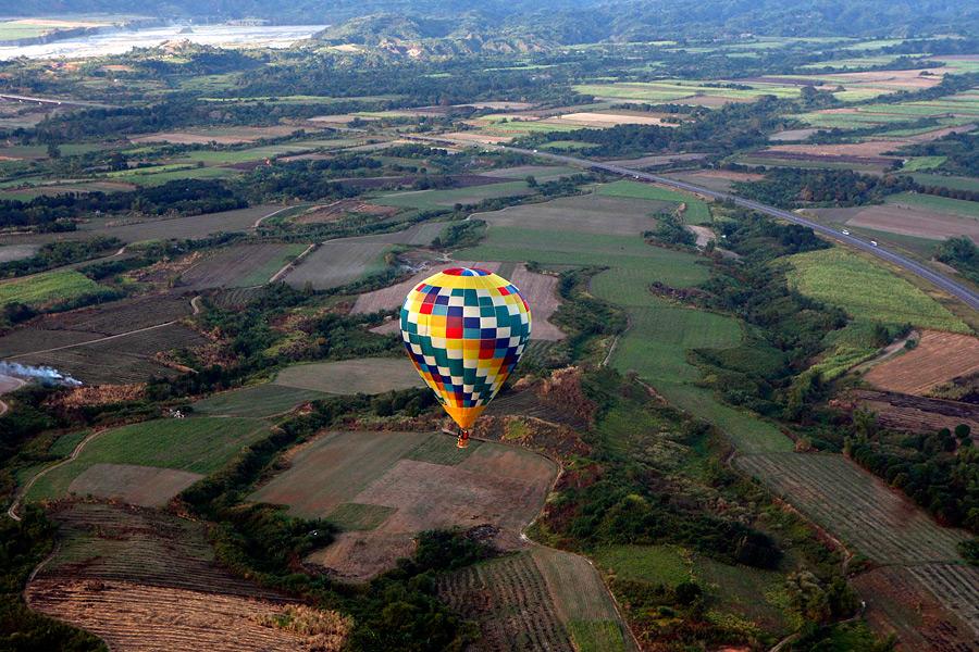 На Филиппинах начался фестиваль воздушных шаров QqOqHSEQFIMC5LfsigB1Ow