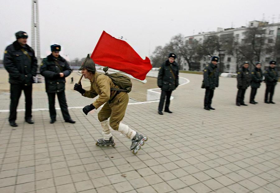 Сторонник коммунистической партии намитинге вРостове-на-Дону. © Vladimir Konstantinov/Reuters