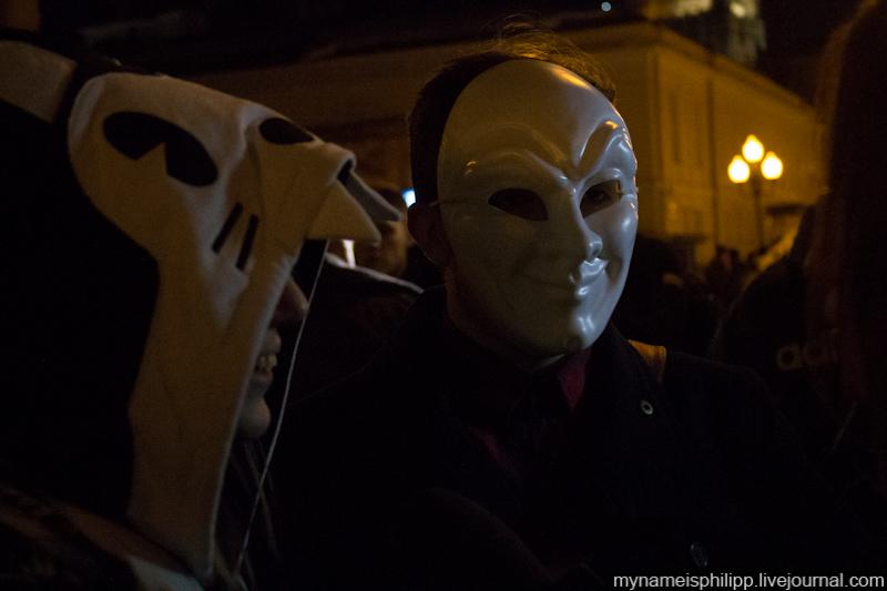 20.Полиция попросила всех снять маски.