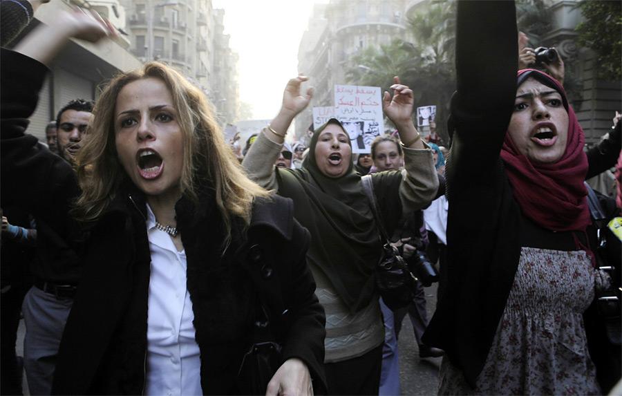 Акция женщин Египта против агрессивного поведения военных. © Asmaa Waguih/Reuters