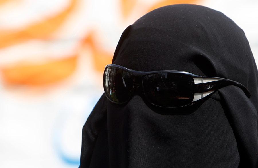 Женщина вникабе. © Amr Dalsh/Reuters