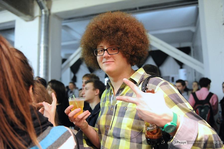 В толпе гостей был замечен человек cпрической как уИльи Варламова. © Антон Белицкий/Ridus.ru