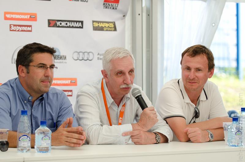 слева направо: координатор TRO Фабьен Кальве, Сергей Ушаков РАФ, представитель Renaul Truck Russia