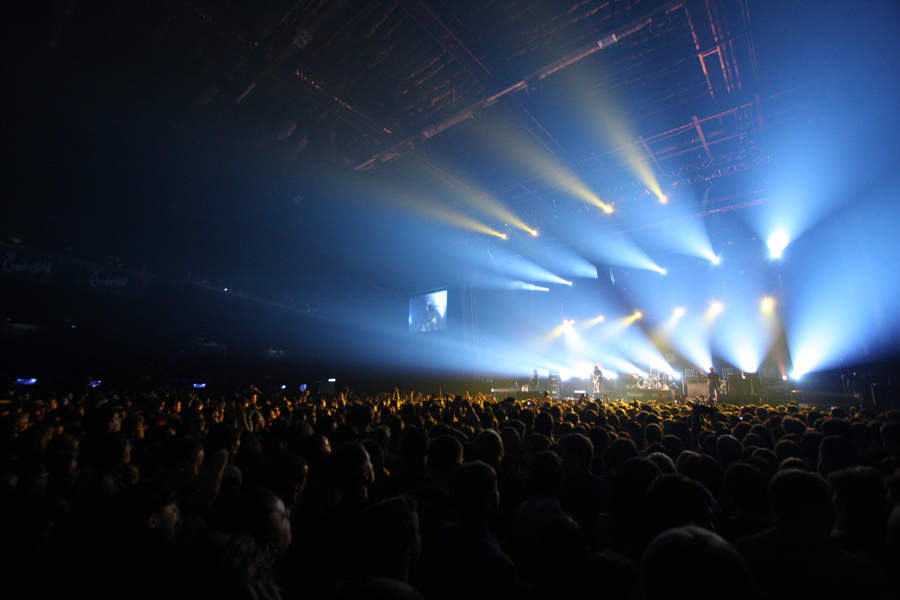 Kasabian - британская рок-группа где проходил первый концерт kasabian и станет третьим выступлением группы в москве