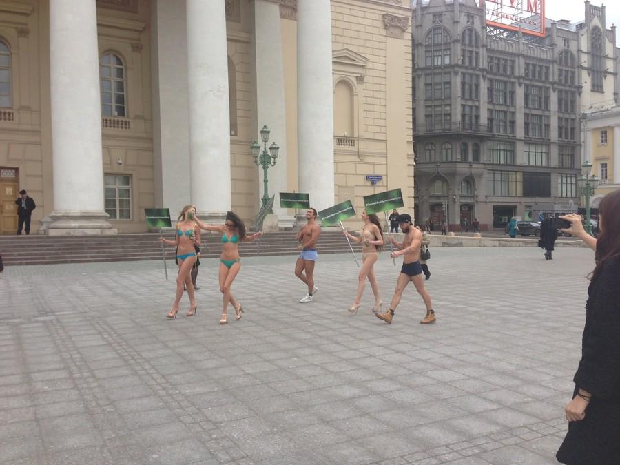 Девушки ходят голые видео 5