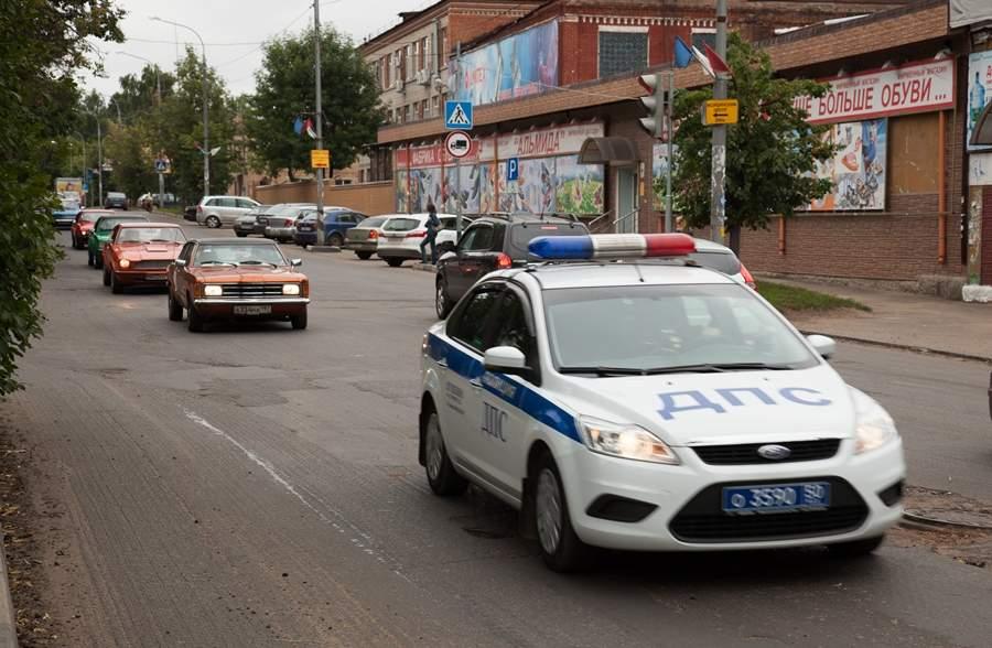 Проезд колонны автомобилей поулицам Пушкино