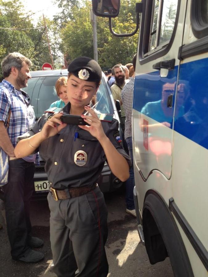 Телки из полиции курят — pic 10