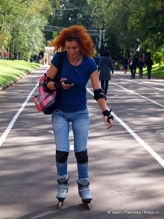 Девушка нароликовых коньках вПарке Сокольники. Москва. © Vadim Preslitsky