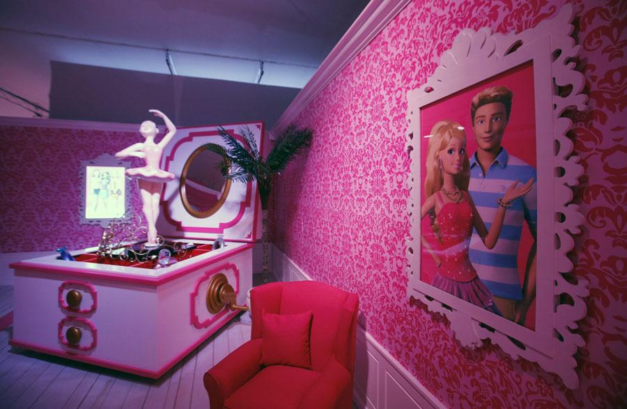 inside barbies berlin dreamhouse - 900×587