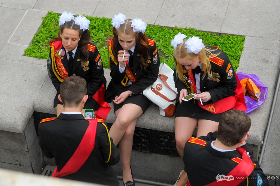 Пьяные школьники на последнем звонке под юбкой фото 783-813