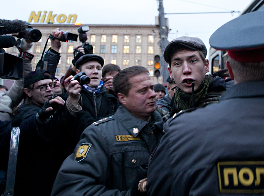 Член оппозиционного движения «Другая Россия» Дмитрий Путенихин (второй справа). © Виталий Рагулин/ИТАР-ТАСС