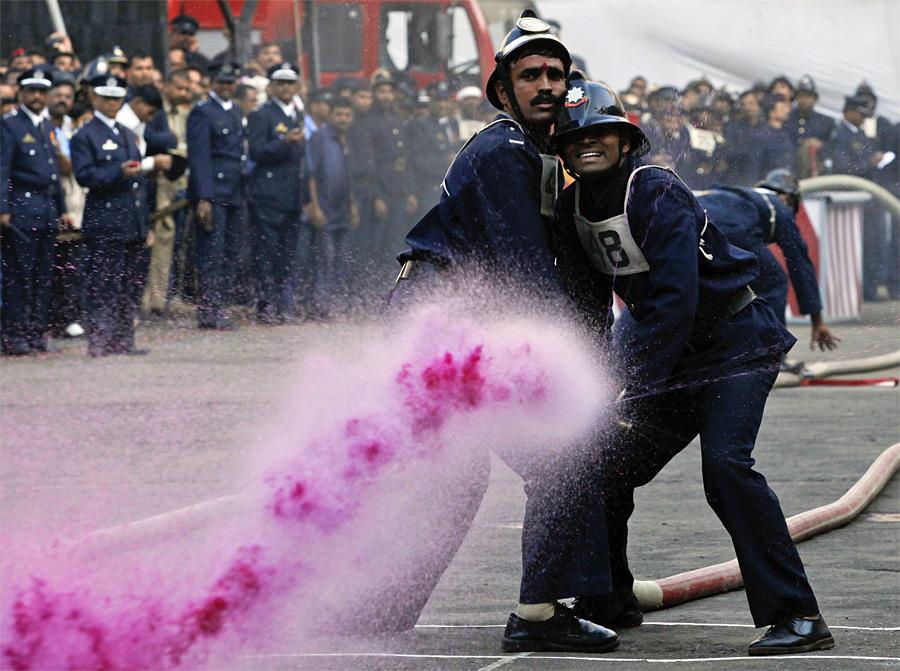 Ежегодное соревнование пожарных вМумбаи. © Danish Siddiqui/Reuters