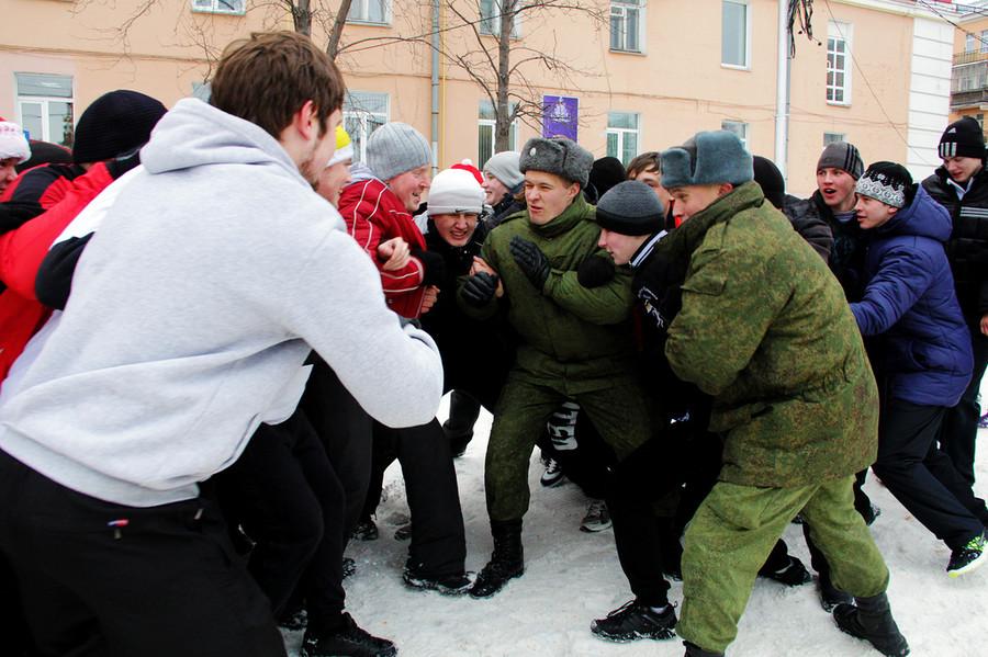 Русские забавы. Стенка настенку  © Олеся Шевцова/Ridus.ru