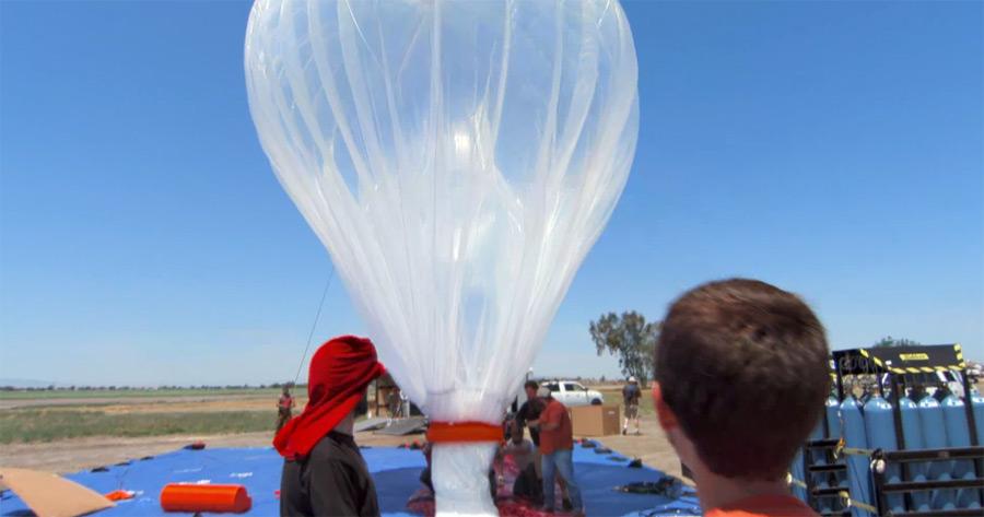 Запуск шара, который будет раздавать Интернет. © Google