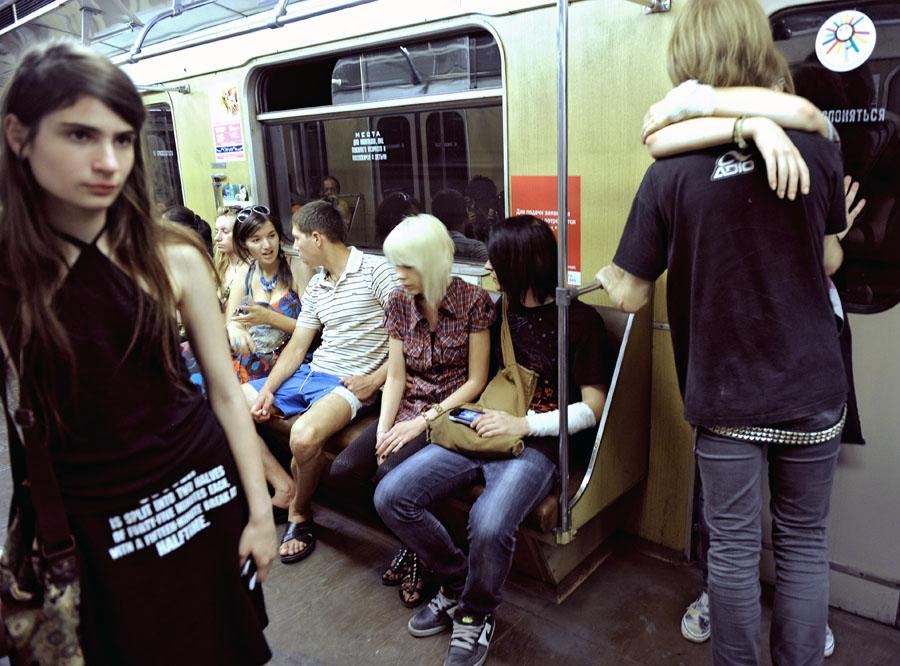Сексуальные девушки в метро