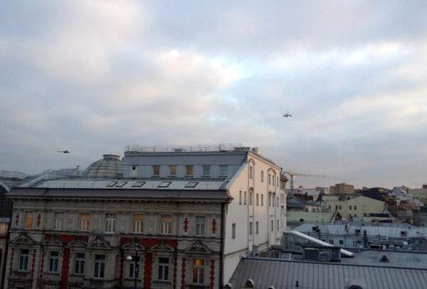 Вертолеты надМосквой.