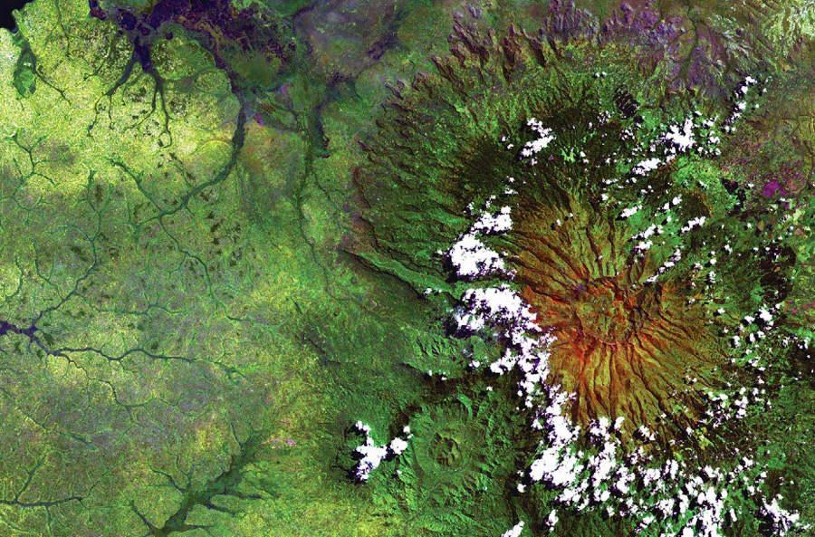 Потухший вулкан Элгон на Восточном Африканском плоскогорье.