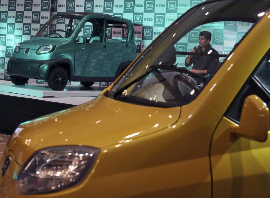 Управляющий директор компании Bajaj напрезентации нового автомобиля вНью-Дели. © BMathur/Reuters