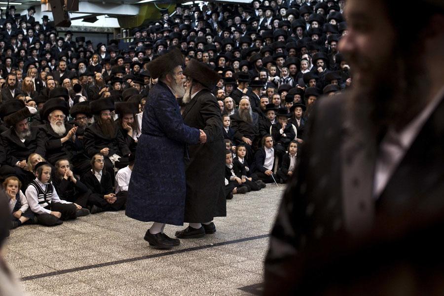 Деджениха танцует насвадебной церемонии. © NIR ELIAS/Reuters
