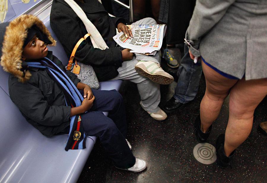 Мировая ежегодная акция The NoPants Subway Ride («Поездка вметро без штанов») вНью-Йоркском метро. © Lucas Jackson/Reuters