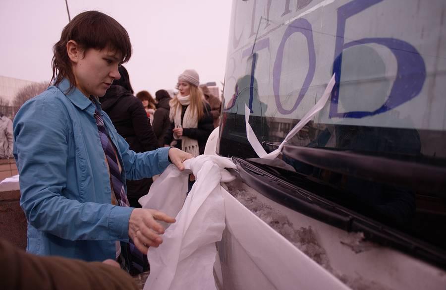 Белый круг, Честный автобус. © thaves.ru