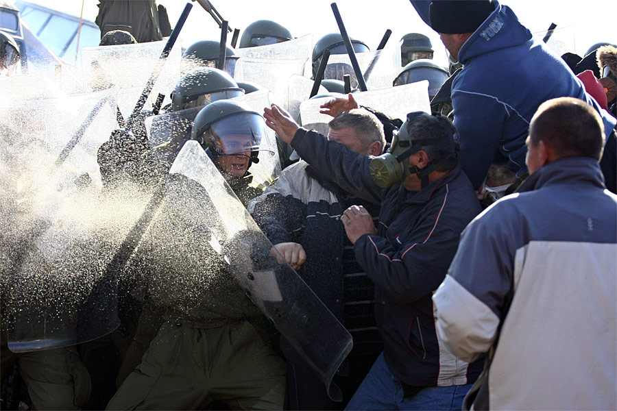 Столкновения косовских сербов сконтингентом KFOR. © Bojan Slavkovic/Reuters