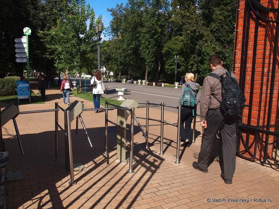 Турникеты уцентрального входа Парка Сокольники. Москва. © Vadim Preslitsky