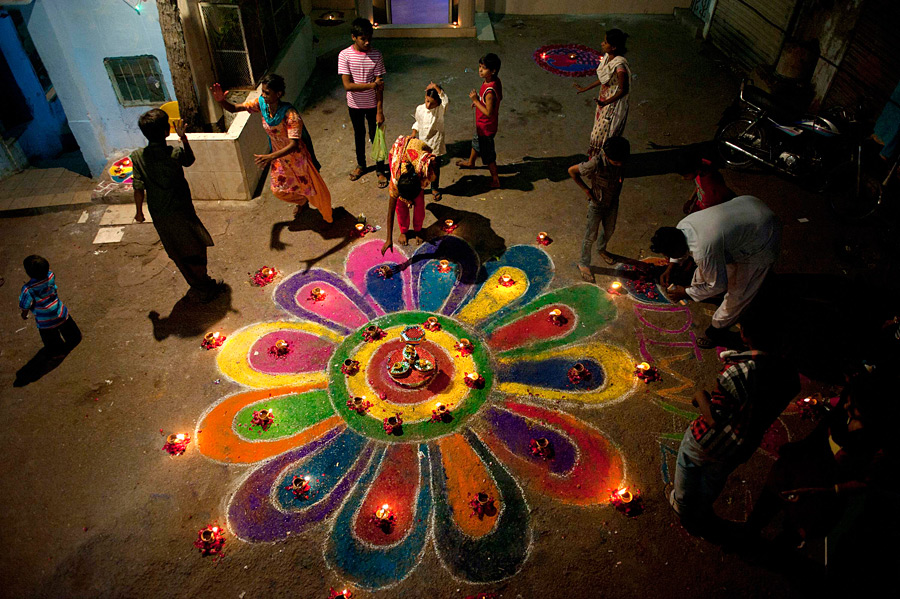 diwali festival in india essay India is called the country of festivals there are different festivals celebrated in different provinces diwali is the one, celebrated all over india diwali also called festival of lights is celebrated in month of november of the year.