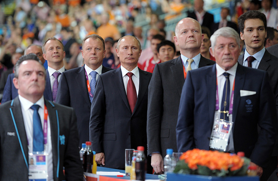 Президент России Владимир Путин во время исполнения гимна России. © Алексей Дружинин/РИА новости