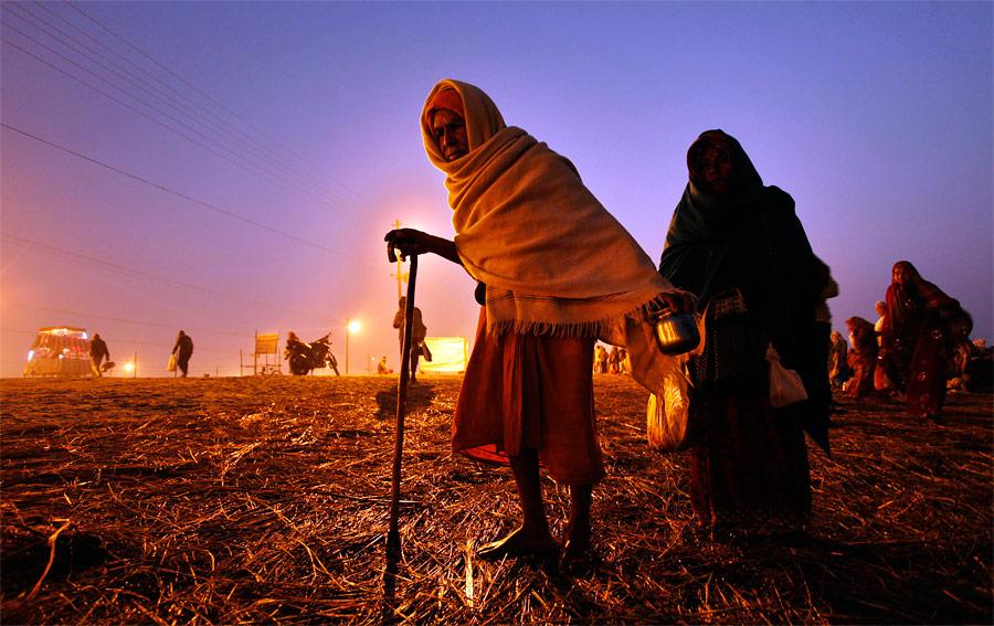 Индуисты уСангама, места слияния трех рек— Ганга, Ямуны имифической Сарасвати, вовремя ежегодного религиозного праздника Магх-Мела. © Rajesh Kumar Singh/AP Photo