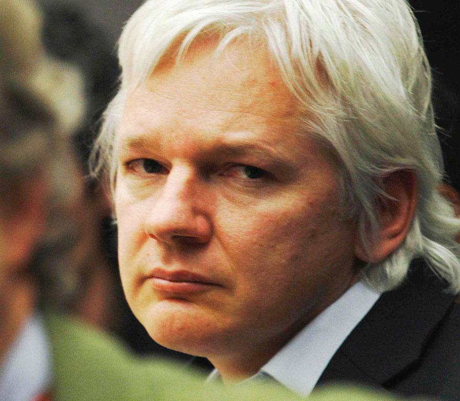 julian assange - 900×784