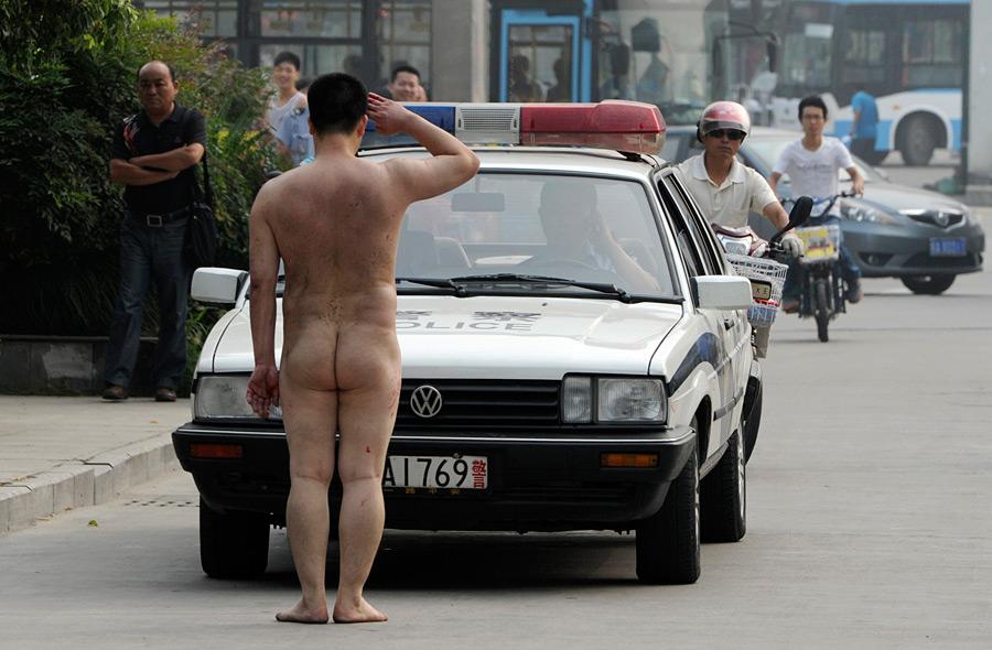 голые люди в авто фото