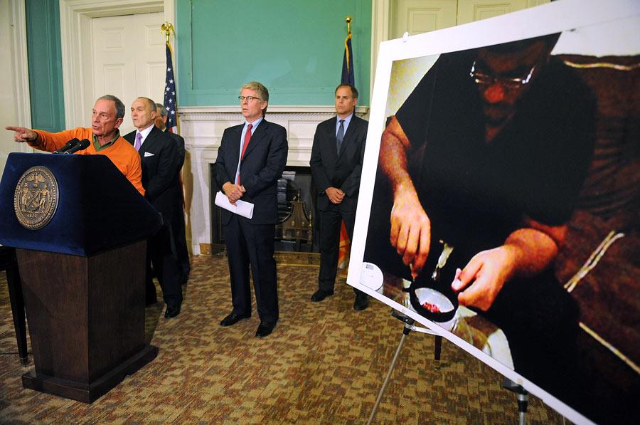 МэрНью-Йорка Майкл Блумберг напресс-конференции, посвященной предотвращению теракта. © Louis Lanzano/AP Photo