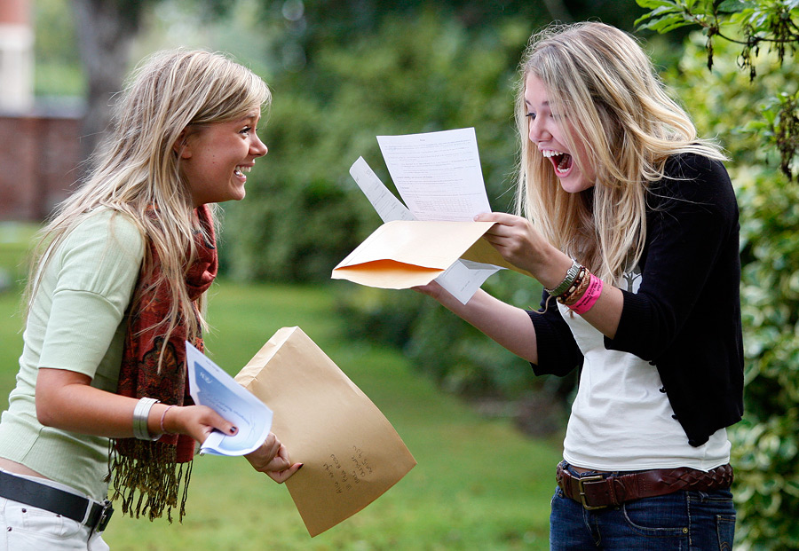 Британские студентки. © Phil Noble/Reuters