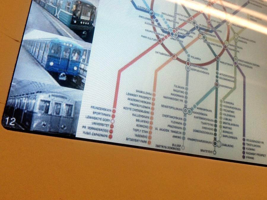 Старое название станции можно увидеть...  В московском метрополитене появилась карта на английском языке...
