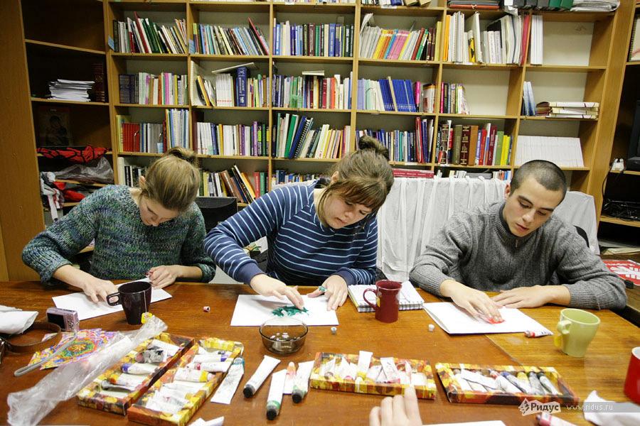Шведские студенты исследуют методы программы адаптации Каритас © Антон Тушин/Ridus.ru