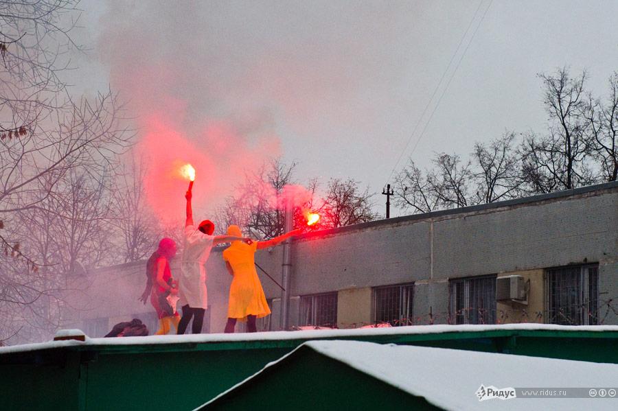Акция группы Pussy Riot успецприемника наСимферопольском бульваре. © Илья Варламов/Ridus.ru