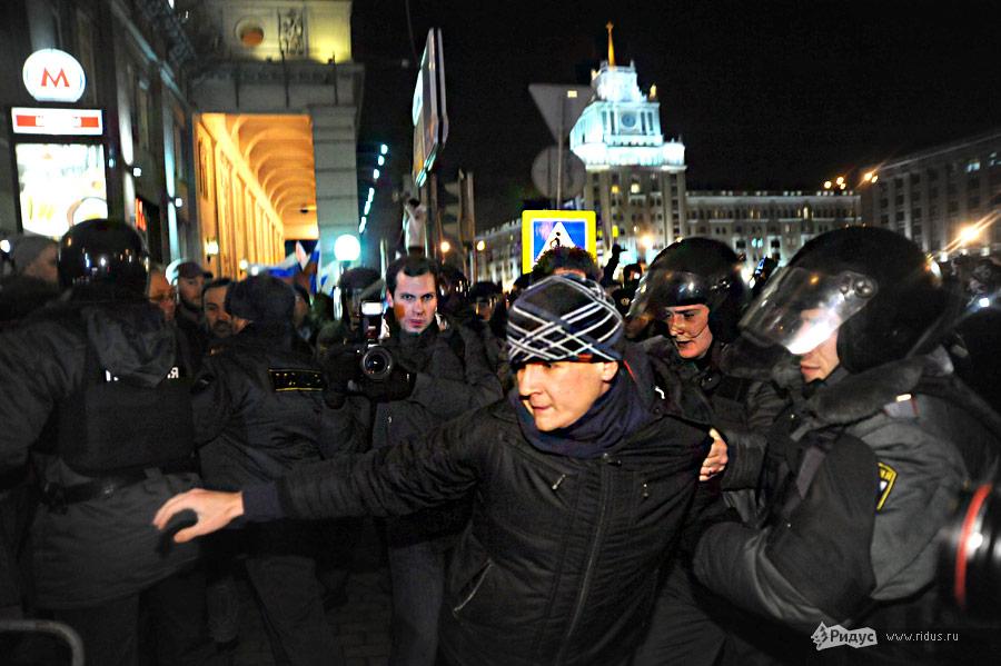 Задержание оппозиционеров наТриумфальной площади вМоскве 6декабря 2011 года © Василий Максимов/Ridus.ru