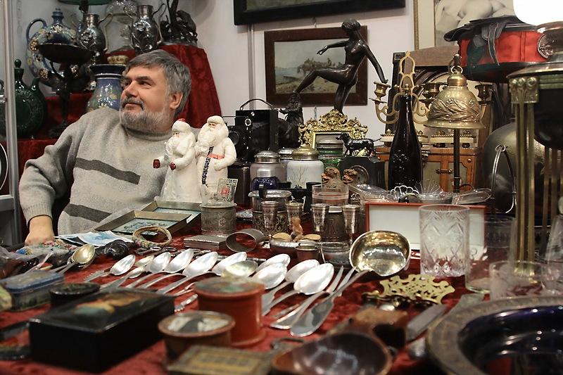сторона договору продавец в антикварный магазин сторонами
