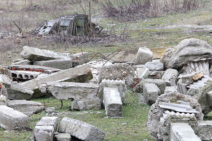 Строительный мусор наогороженной территории © Никита Перфильев
