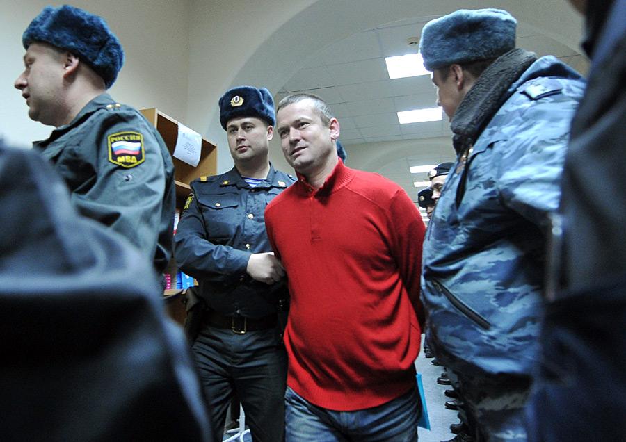 Его адвокат Дмитрий