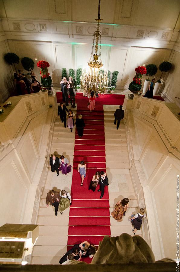 Главный вход ипаданая лестница вХофбурге