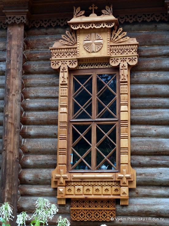 Резное окно Храма Тихона Задонского вПарке Сокольники. Москва. © Vadim Preslitsky