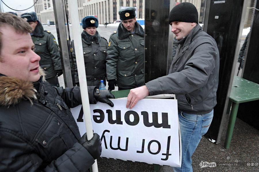 Последние приготовления перед проведением митинга «Зачестные выборы» 24декабря 2011 года. © Антон Тушин/Ridus.ru