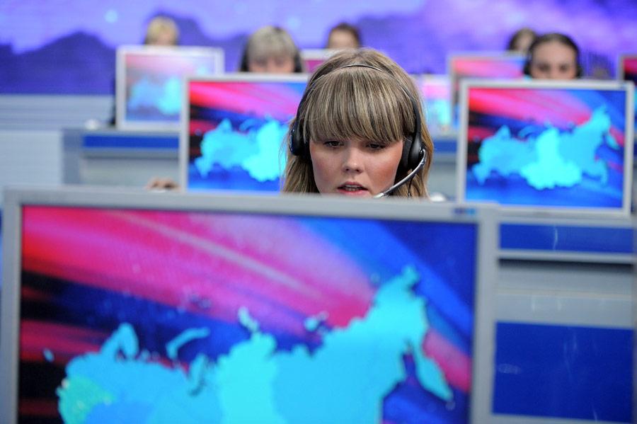 Операторы встудии вГостином дворе принимают вопросы кВладимиру Путину. © Алексей Дружинин/РИА Новости