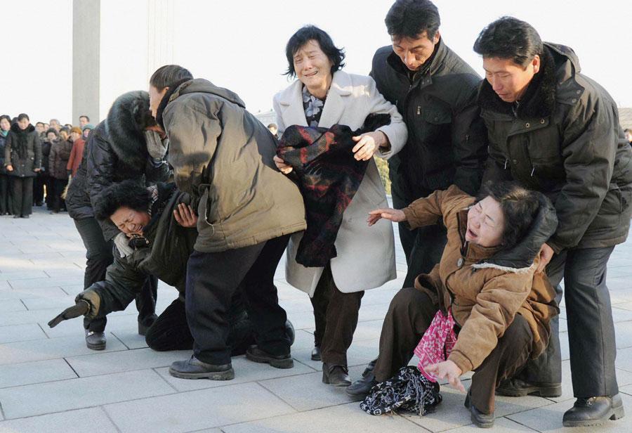 Население Северной Кореи скорбит поушедшему изжизни вождю. KYODO/Reuters