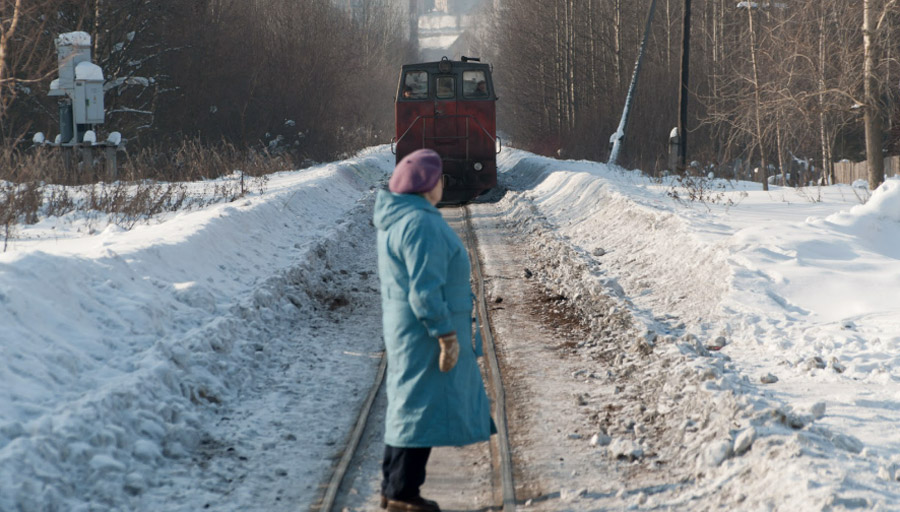 Напассажирской станции, тепловоз тащит по5-6 вагончиков на30сидячих мест каждый © chepetsk.ru