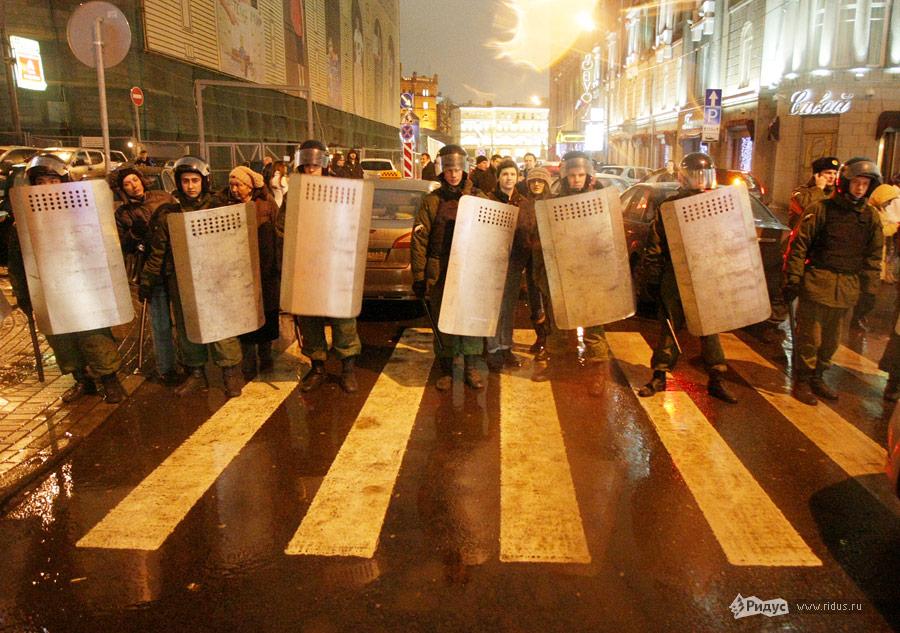 Полицейское оцепление намитинге «Солидарности» 5декабря 2011 года вМоскве. © Антон Тушин/Ridus.ru
